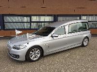 BMW hybride rouwauto zilvergrijs