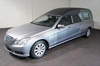 Mercedes rouwauto zilver
