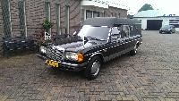 Mercedes rouwauto zwart klassiek