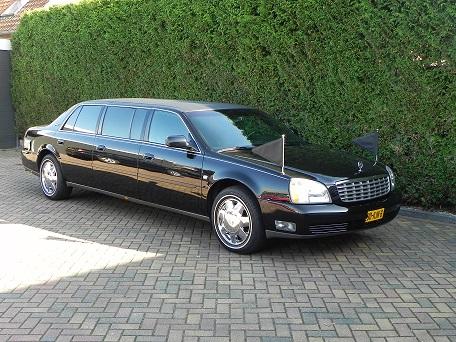 Volgauto Cadillac 6 deuren Zwart